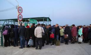 Сотни украинцев пешком идут домой из Венгрии