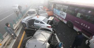 100 авто и автобус столкнулись в Южной Корее