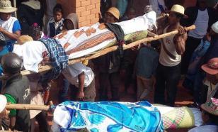 На Мадагаскаре танцы с покойниками оказались под запретом