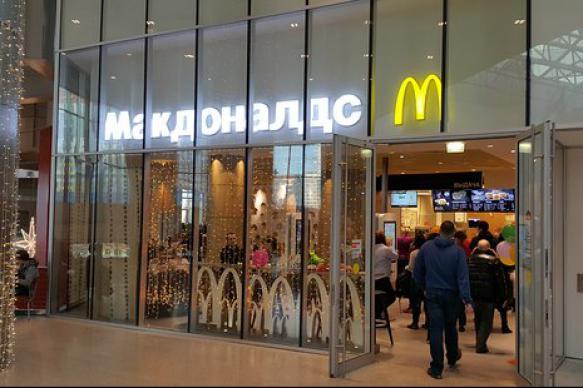 """Неизвестный угрозами заставил москвича купить ему еды в """"Макдональдсе"""""""