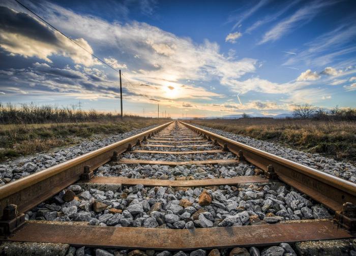 Охотники за металлоломом пустили поезд под откос