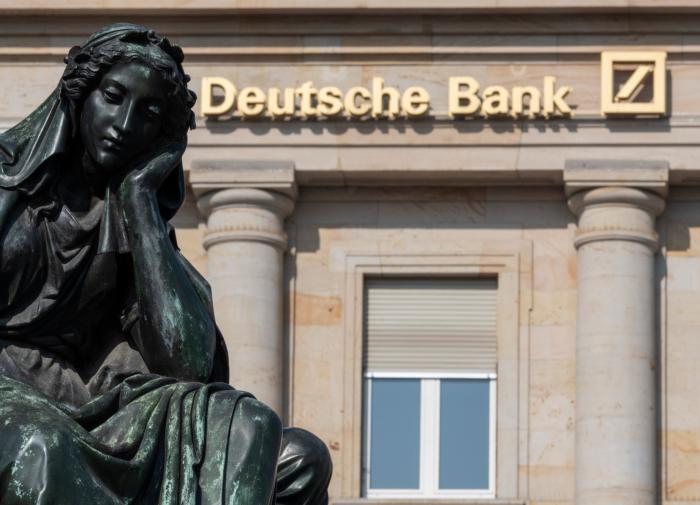 Deutsche Bank настоятельно рекомендовано сворачивать работу в России