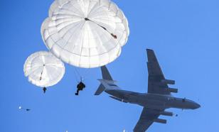 Из-за нераскрывшегося парашюта в Омской области погиб десантник