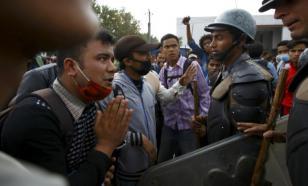 Полицейские Катманду задержали протестующих против режима самоизоляции