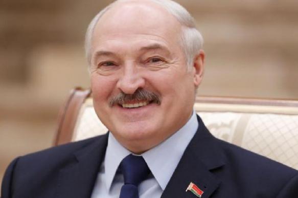 """Лукашенко предложил """"лично принять"""" российские военные самолёты"""