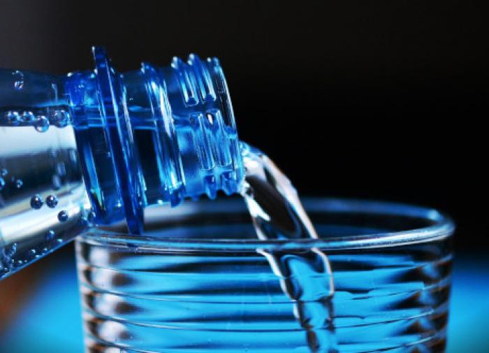 Россиян предостерегли от чрезмерного употребления минеральной воды