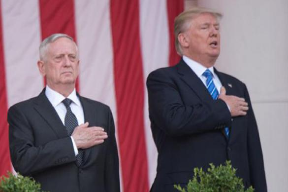 Трампу снова не повезло: он забыл слова гимна на футбольном матче. Видео