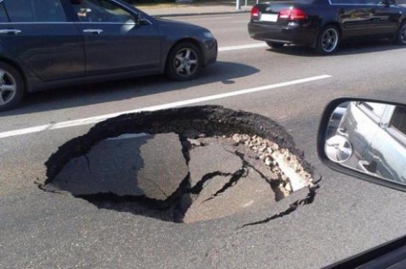Как добиться выплаты ущерба от попадания автомобиля в яму