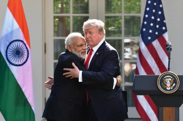 Трамп объявил о поставке военных вертолетов Индии на  млрд