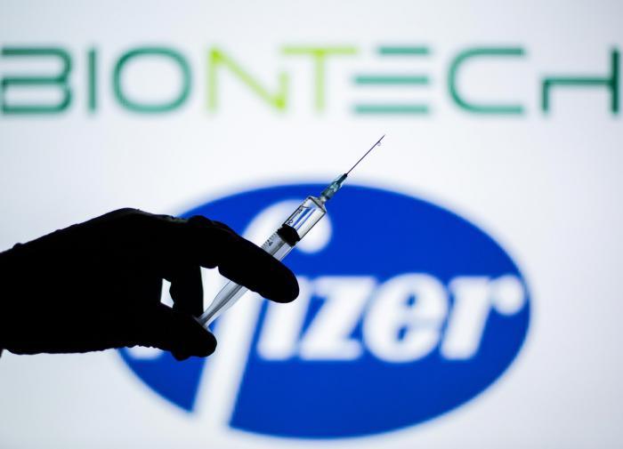 По третьей: в Pfizer рассказали о мощности третьей дозы COVID-вакцины