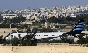Угонщики ливийского самолета потребовали политического убежища в Евросоюзе