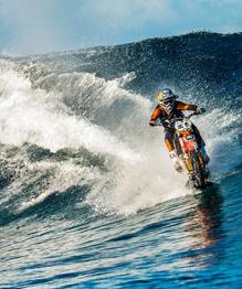 На мотоцикле по... волнам. Не повторяйте! Опасно!