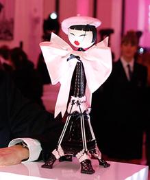 Модные игры: одежда для кукол от мировых брендов