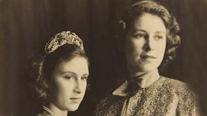 Театр ее Величества: уникальные снимки юной Елизаветы II