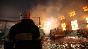 Пожар на складе в районе Южного порта