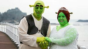 В Великобритании Шрек и Фиона сыграли свадьбу