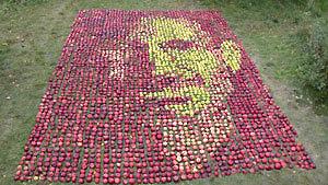 Яблочный портрет Стива Джобса