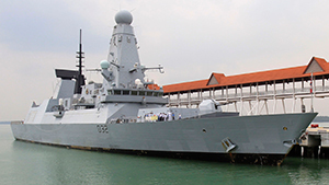 Эсминец HMS Daring прибыл в Малайзию