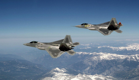 В небе F-22