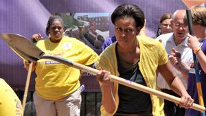 Мишель Обама взяла в руки лопату!