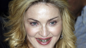 Мадонна шокировала публику золотыми зубами