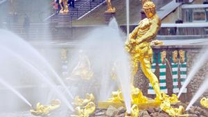 В Петергофе открылся сезон фонтанов