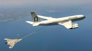 Дрон X-47B успешно испытали, применять опасаются