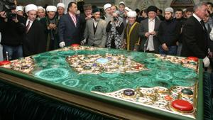 В Казань привезли самый большой в мире Коран