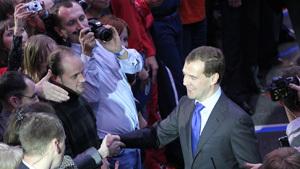 Дмитрий Медведев поблагодарил молодежь за добрые дела