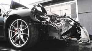Скандальная Линдсей Лохан на Porsche влетела в грузовик