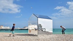 Зеркальная пляжная кабинка и другие чудачества