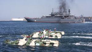Два российских десантных корабля покинули порт Севастополя