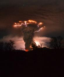 Как вулкан породил молнии