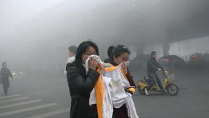 В Китае - смог из-за индустриального роста: закрыты школы, автотрассы, аэропорты