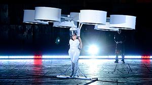 """Леди Гага показала первое в мире """"летающее платье"""""""