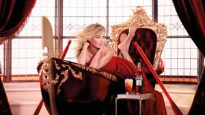 Ума Турман со стаканом ликера поучаствовала в 12 праздниках