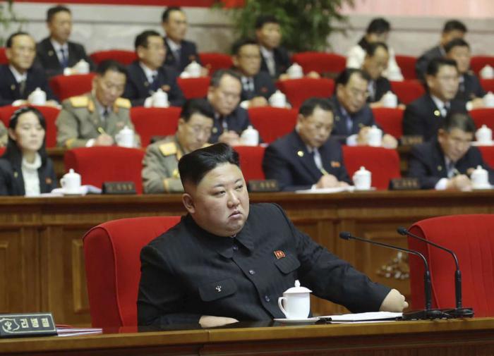Ким Чен Ын выступает на съезде правящей партии в Пхеньяне