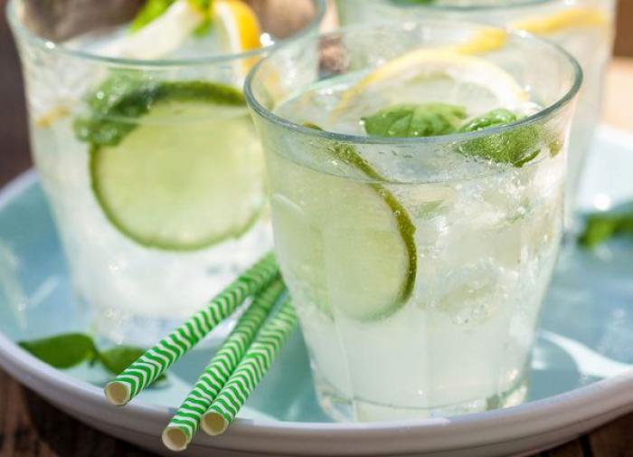 освежающий напиток,вода с лимоном