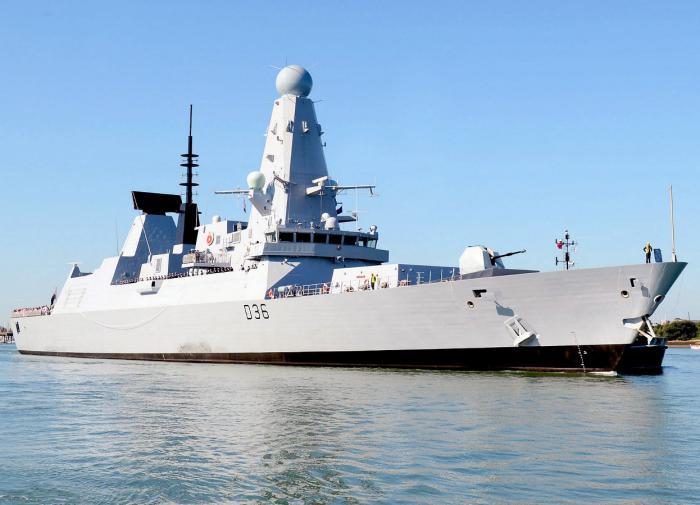 Эскадренный миноносец HMS Defender