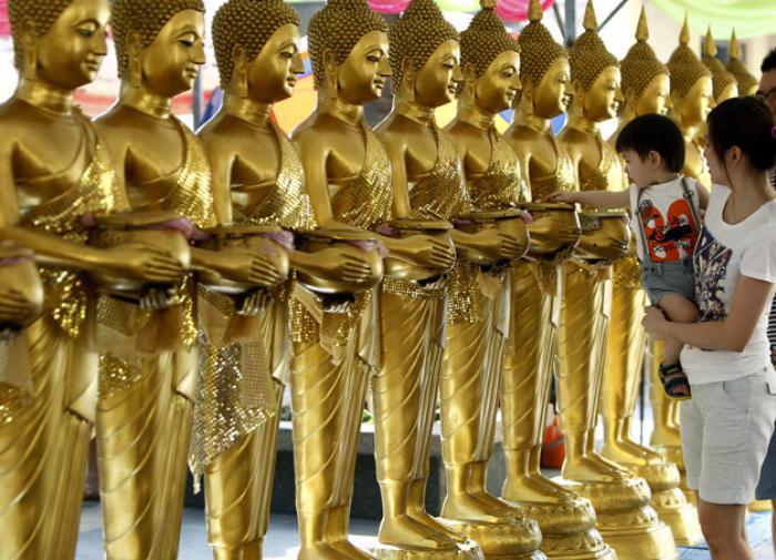 золотые статуи Будды