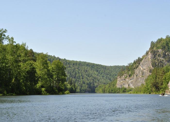 Горы. Река. Пейзаж