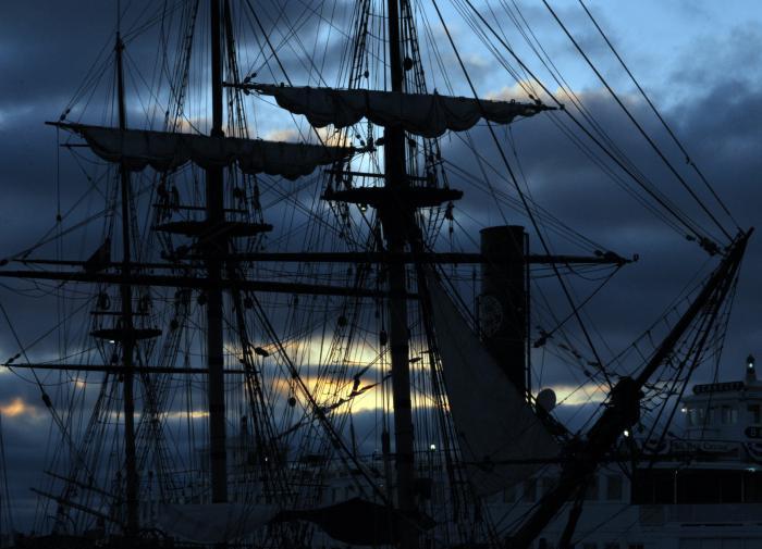 старый парусный корабль