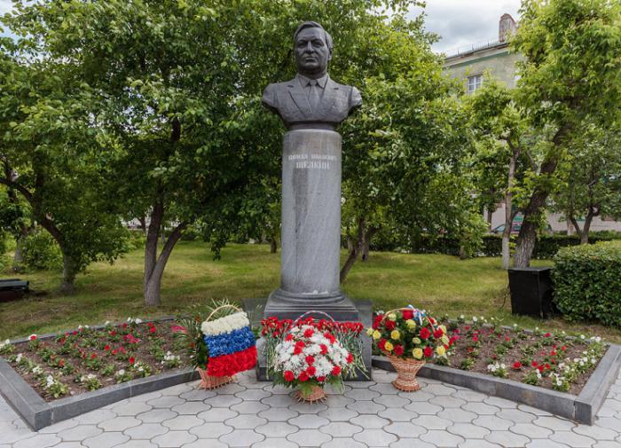 Памятник Щёлкину в Снежинске