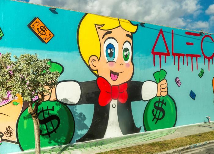 Граффити с долларом