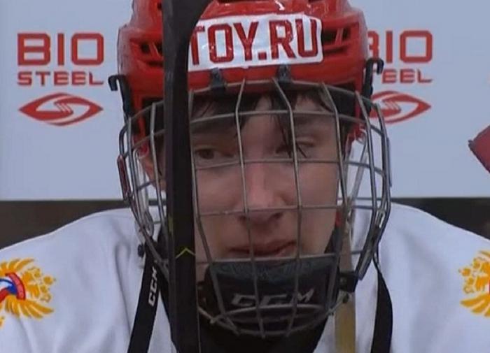 Российский хоккеист после поражения от Канады.